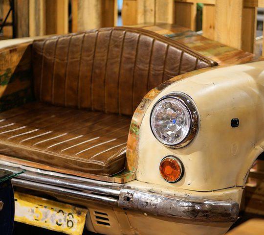 Meubels en woonaccessoires gemaakt van auto onderdelen