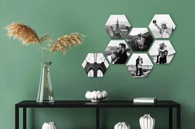 Hexagon paneeltjes met persoonlijke foto's voor tegen de muur